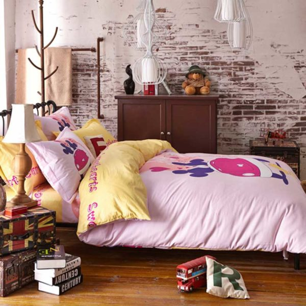 Sweethearts bedding set 1 600x600 - Sweethearts Mickey and Minnie Bedding Set
