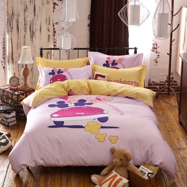Sweethearts bedding set 2 600x600 - Sweethearts Mickey and Minnie Bedding Set