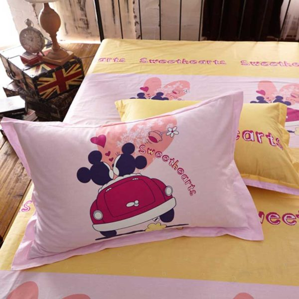 Sweethearts bedding set 4 600x600 - Sweethearts Mickey and Minnie Bedding Set
