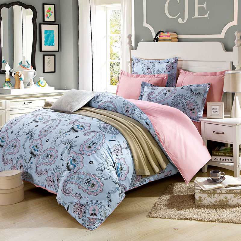 Classic Floral Cotton Bedding Set In Light Pink And White