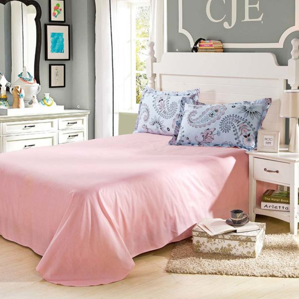 Classic Floral Cotton Bedding Set In Light Pink And White 5 600x600 - Classic Floral Cotton Bedding Set In Light Pink And White