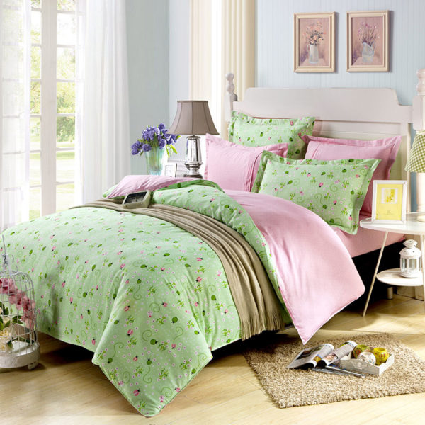Eye catching Green And Pink Cotton Bedding Set 1
