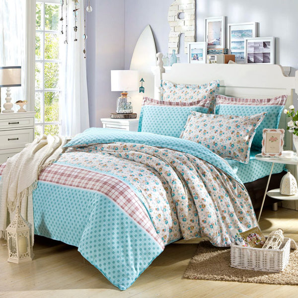 Fabulous White And Turquoise Cotton Bedding Set 1 600x600 - Fabulous White And Turquoise Cotton  Bedding Set
