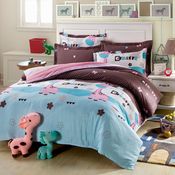 Light Blue Cotton Bedding Set With Giraffe Motif