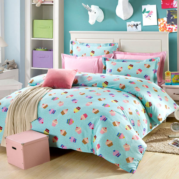 Trendy Muffin Themed Cotton Bedding Set 1
