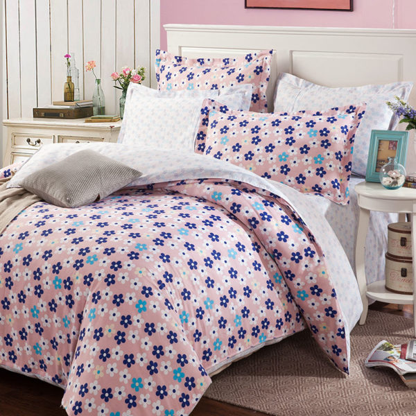 Exquisite Pink And White Cotton Bedding Set 1 600x600 - Exquisite Pink And White Cotton  Bedding Set