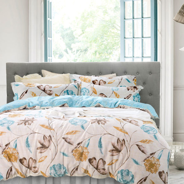 Floral Cotton Bedding Set In White and Blue 1