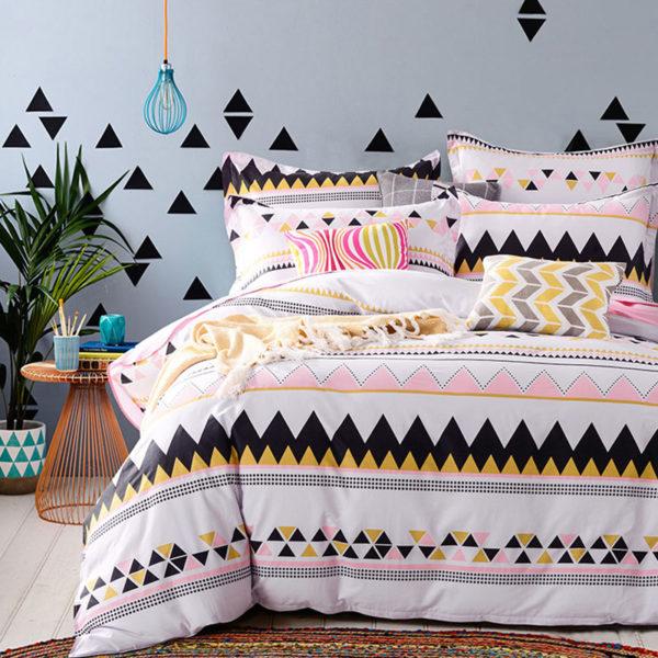 Offbeat White Cotton Bedding Set 1 600x600 - Offbeat White Cotton Bedding Set