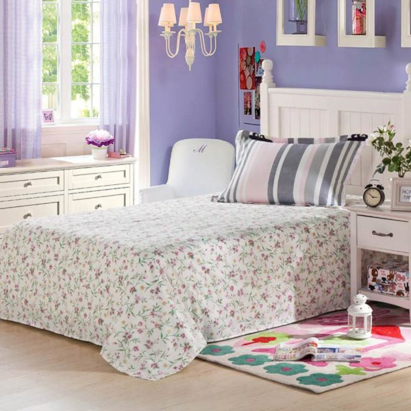 Sophisticated Floral and checkered Cotton Bedding Set