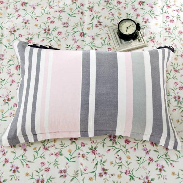 Sophisticated Floral and checkered Cotton Bedding Set 4