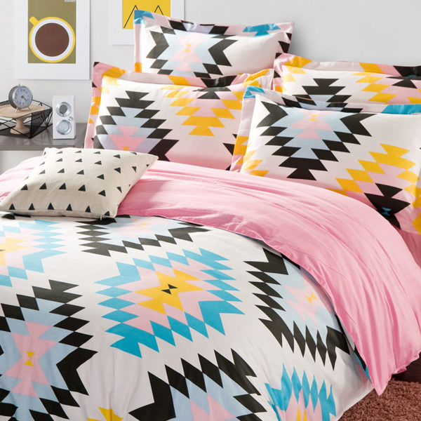 Vibrant White And Pink Cotton Bedding Set 1 600x600 - Vibrant White And Pink Cotton Bedding Set
