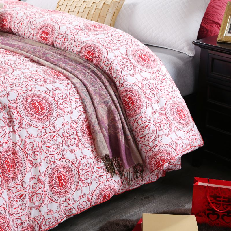 Geometric Themed Magenta Sanding Wedding Comforter