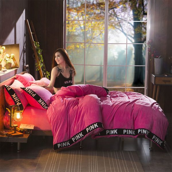 Victorias Secret Velvet Warm Tower Style Embroidery Bedding Set ASSH QMH 5 600x600 - Victoria's Secret Velvet Warm Tower Style Embroidery Bedding Set ASSH-QMH