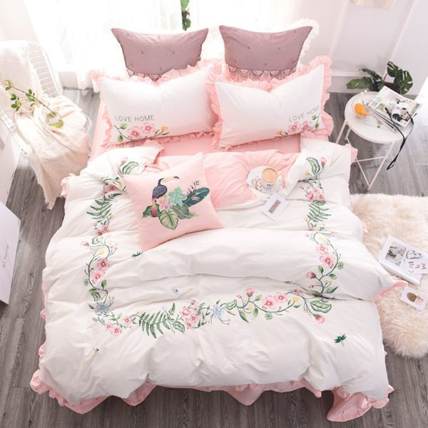 Exquisite Pink & White Embroidery Bedding Set (1)