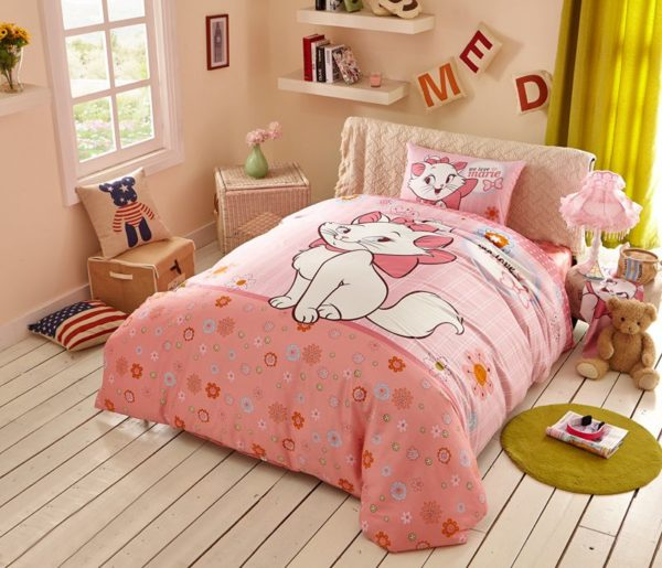 Cheerful Light Pink Marie Cat Bedding Set 1