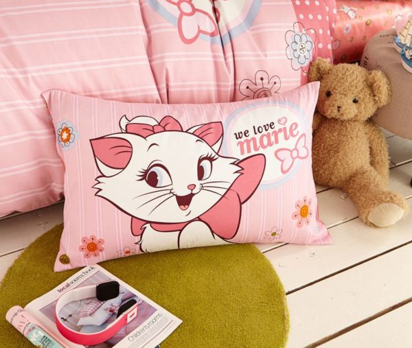 Cheerful Light Pink Marie Cat Bedding Set 3