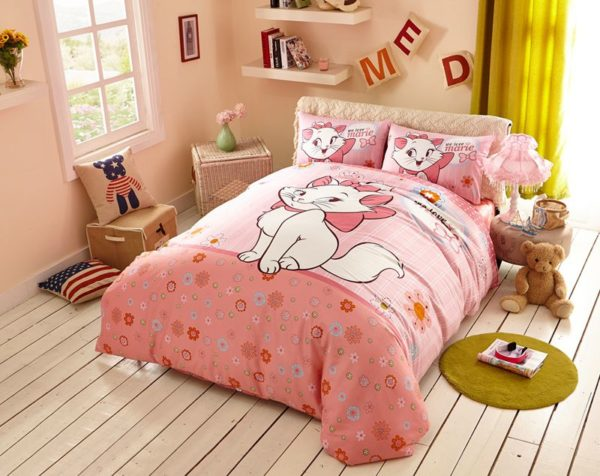Cheerful Light Pink Marie Cat Bedding Set