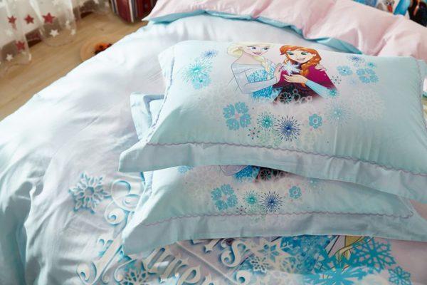 Elsa Anna Sisters Forever Frozen Bedding Set 3 600x400 - Elsa & Anna Sisters Forever Frozen Bedding Set