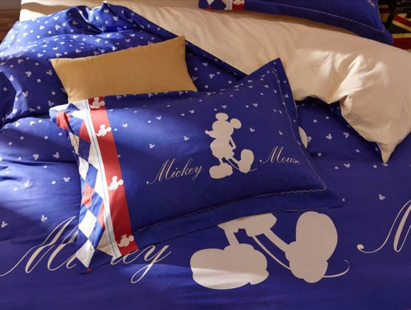 Mickey Mouse Silhouette Checkered Pattern Bedding Set 6 600x452 - Mickey Mouse Silhouette Checkered Pattern Bedding Set