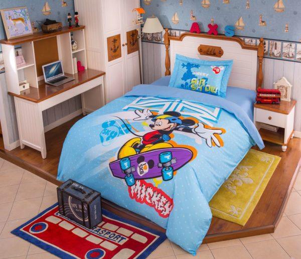Mickey Mouse Skateboarding Light Blue Bedding Set 1 600x515 - Mickey Mouse Skateboarding Light Blue Bedding Set