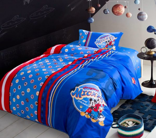 Mickey Mouse and Friends Movie Themed Comforter Set 4 600x533 - Mickey Mouse and Friends Movie Themed Comforter Set