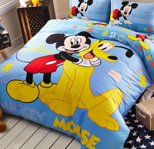 Mickey Mouse and Pluto the Pup Bedding Set 2 600x581 - Mickey Mouse and Pluto the Pup Bedding Set