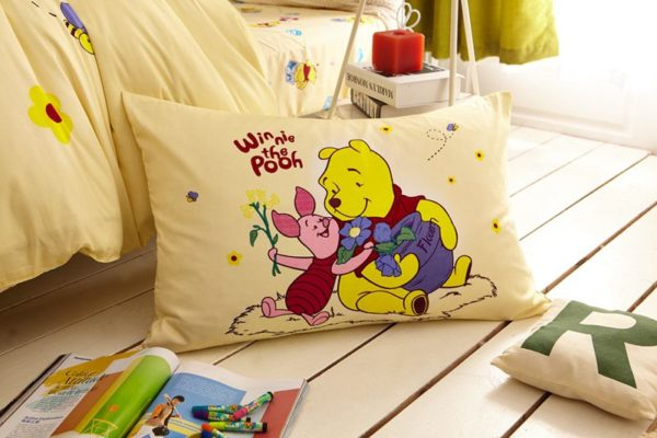 disney winnie the pooh and piglet Bedding Birthday gift 4 600x400 - Disney Winnie the Pooh and Piglet Bedding Birthday Gift