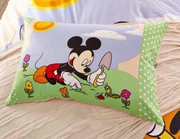 mickey mouse and pluto Bedding set twin queen size 5 600x463 - Mickey Mouse and Pluto Bedding Set Twin Queen Size