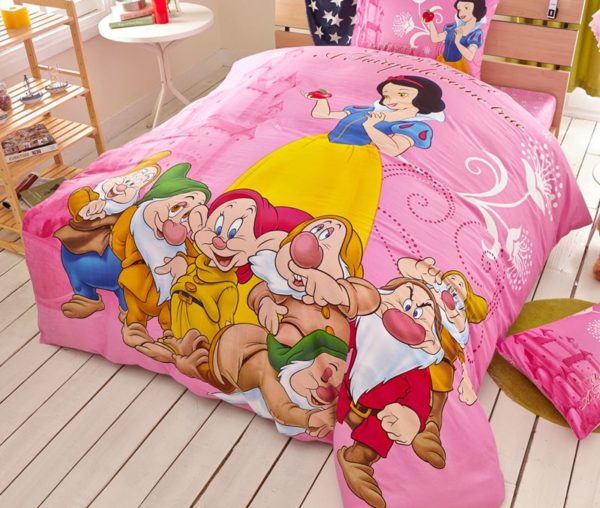 snow white and the seven dwarfs movie Themed Bedding Set 3 600x508 - Snow White and the Seven Dwarfs Movie Themed Bedding Set